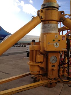 Lifting_Jack_Manchester_Airport_WEB_